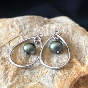 Pandora silver and cultured pearl drop earring